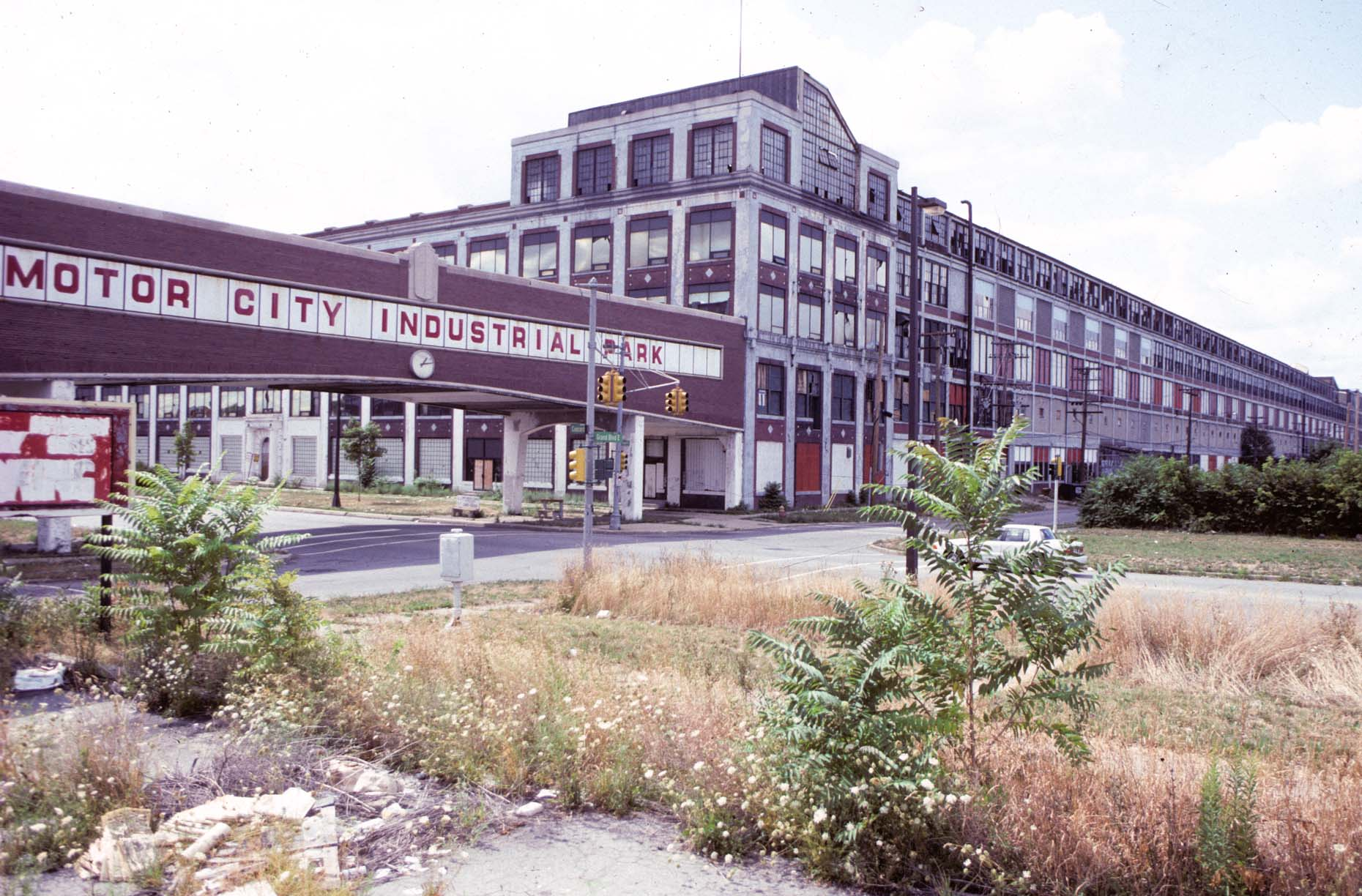 01_Former Packard Plant, E-DUP6. Grand Blvd., at Concord, Detroit 1991_.jpg