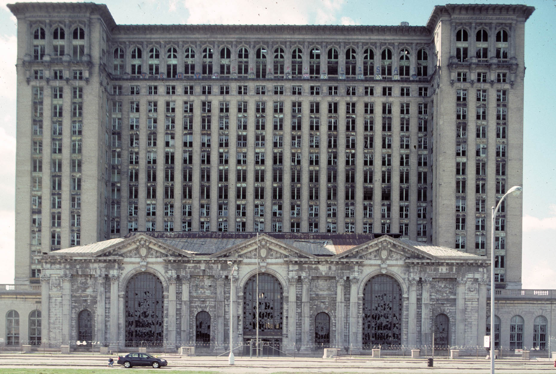 04_Former Michigan Central Rail Road Station, Detroit, 2006_-DUP.jpg