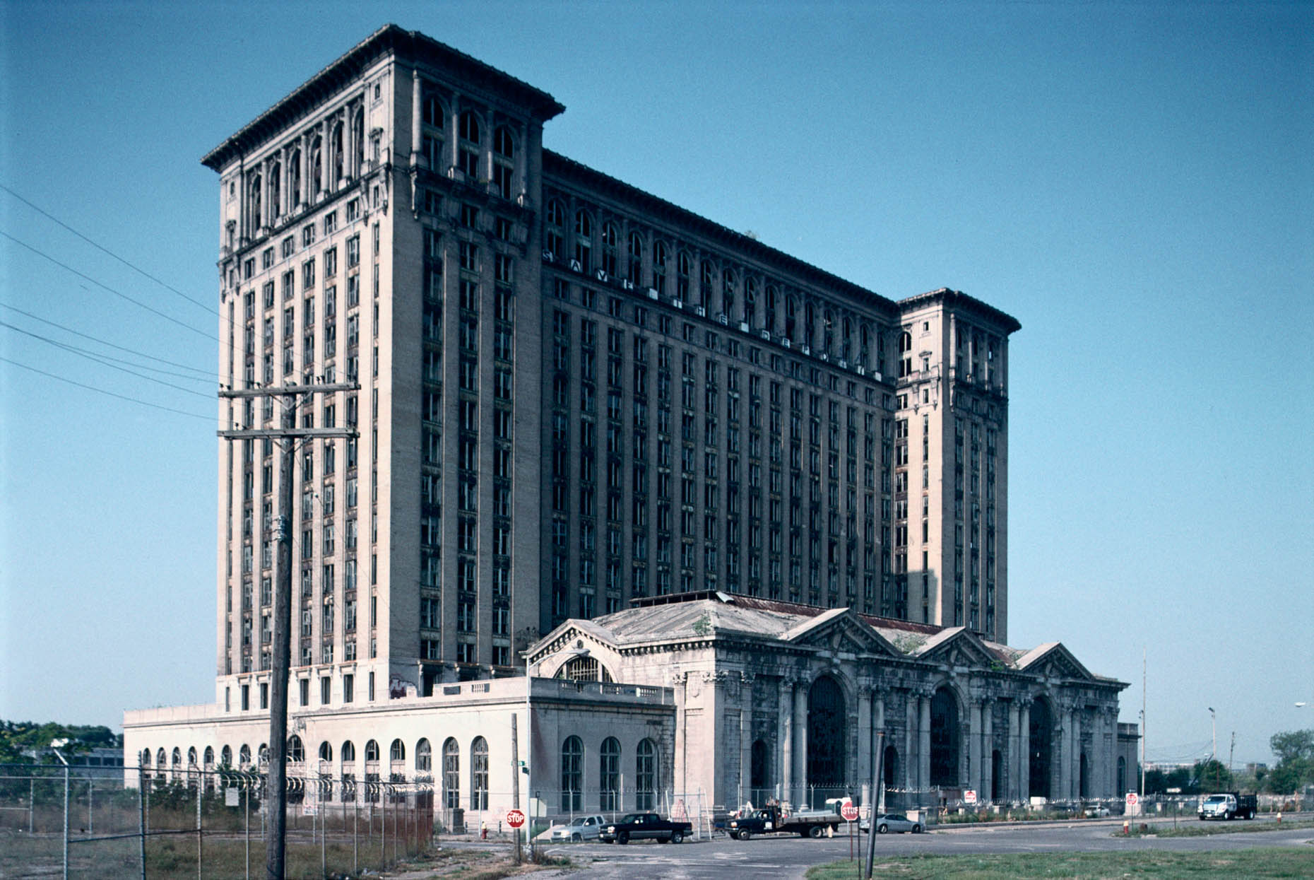 07_Former Michigan Central Railroad Station during the filming of Transformers 3, 2011_-DUP.jpg