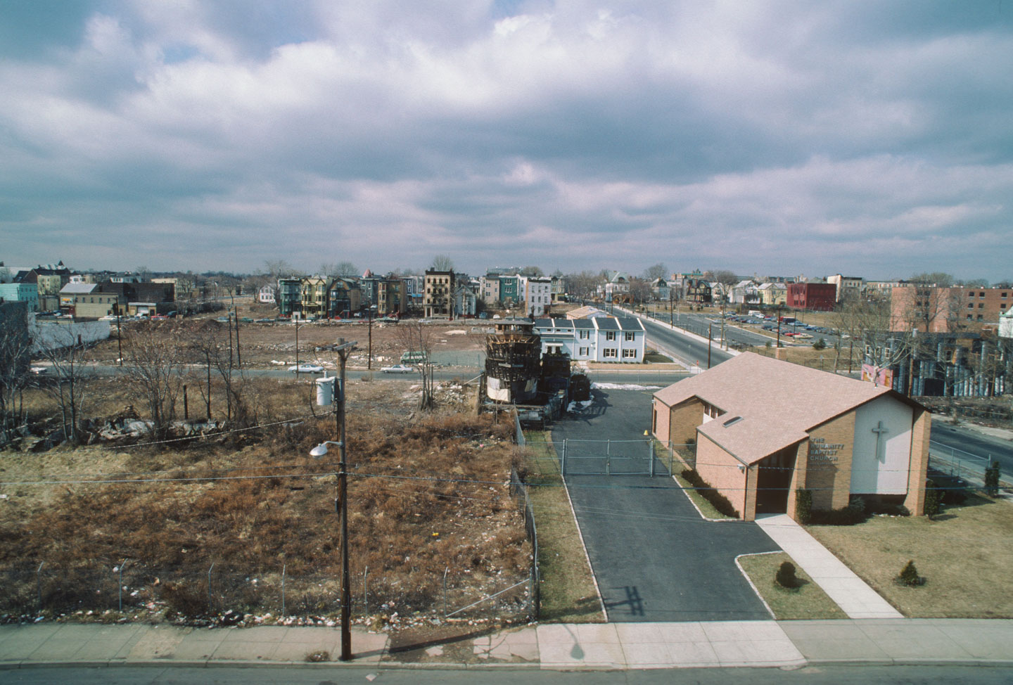 15-Aerial view West from Bergen Street of the Ark, 14th Ave., Newark, 1987_