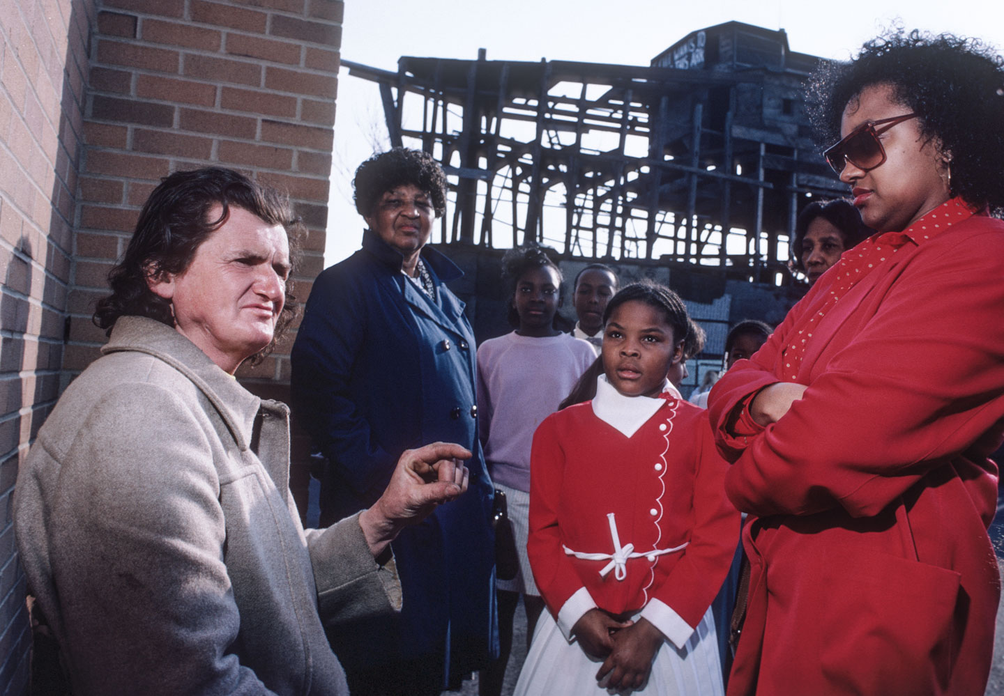 31-Kea speaking to visitors to the ark, Bergen St. at 14th Ave., Newark, 1987_